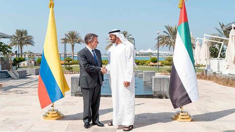 El jeque Mohamed ben Zayed Al Nahyan recibe al presidente de Colombia, Juan Manuel Santos, Abu Dabi, EAU, 11 de noviembre de 2017.