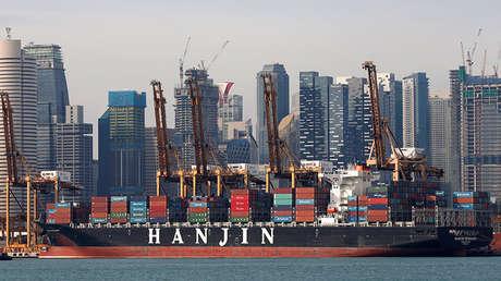Un carguero en Singapur.