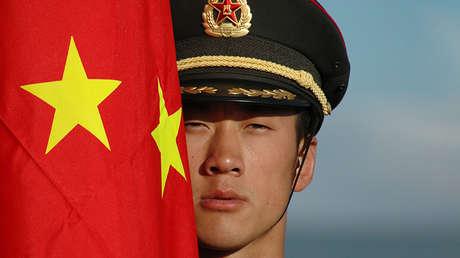 Un soldado chino durante una maniobras antiterroristas ruso-chinas en Cheliabinsk, el 11 de agosto de 2007.