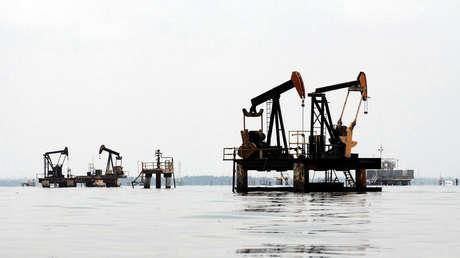 Instalación petrolera en el lago Maracaibo, en el estado occidental Zulia.