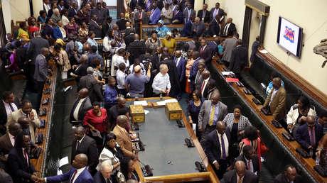 El Parlamento inicia los procedimientos para destituir a Robert Mugabe. Harare, Zimbabue, 21 de noviembre de 2017.