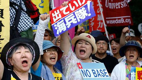 Habitantes de Tokio protestan contra la presencia militar de EE.UU. en japón, 19 de junio de 2016.