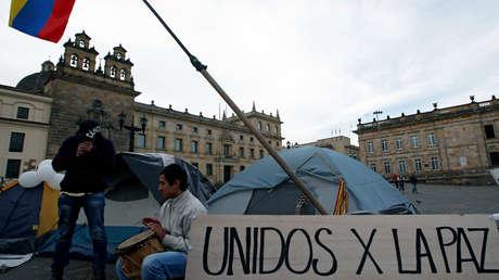 Partidarios del acuerdo de paz firmado entre el Gobierno y las FARC en la plaza Bolívar de Bogotá.