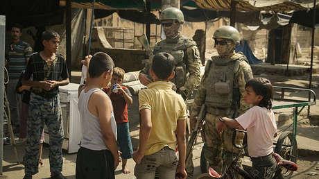 Los soldados rusos en la ciudad siria de Deir Ez-zor