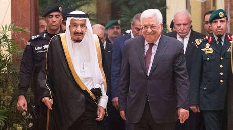 El rey Salmán bin Saud junto al presidente palestino, Mahmud Abbás