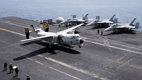Avión C-2 Greyhound, diseñado para transportar suministros.