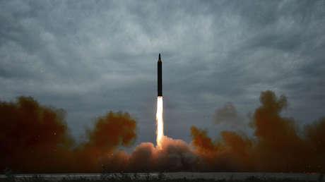 anzamiento de misiles balísticos de largo y mediano alcance. Corea del Norte, el 30 de agosto de 2017.