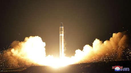 Lanzamiento del misil balístico intercontinental Hwasong-15 en Corea del Norte.