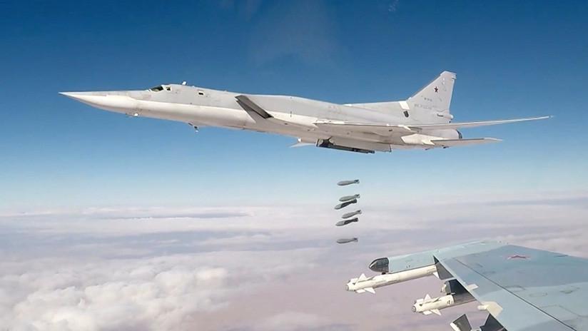 Bombarderos estratégicos rusos atacan objetivos del EI en el este de Siria