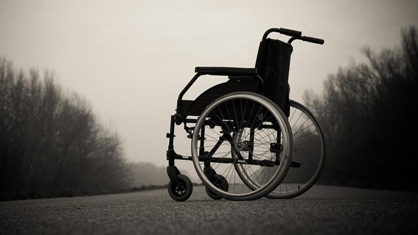 Embiste con un coche a una mujer que salía de un ingreso hospitalario (VIDEO)