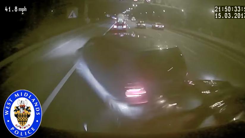 Un conductor se duerme en una autopista y provoca un aparatoso accidente en el Reino Unido (VIDEO)