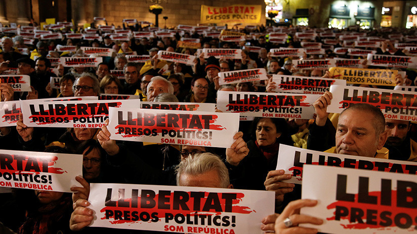 Manifestantes en Barcelona exigen la liberación de los líderes catalanes encarcelados (VIDEO)