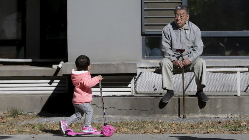 Pareja china abandonó a su hija con una nota para reencontrarse en un lugar en 10 años y funciona