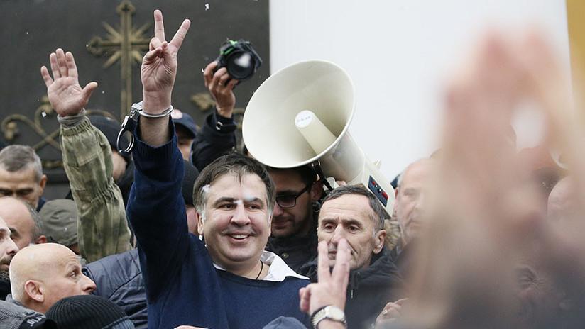Manifestantes liberan al expresidente de Georgia tras detenerle la Policía de Ucrania (FOTOS)