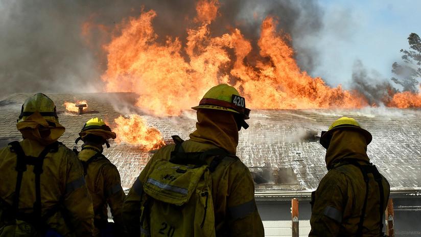 Fuertes incendios en California obligan una masiva evacuación (FOTOS y VIDEO)