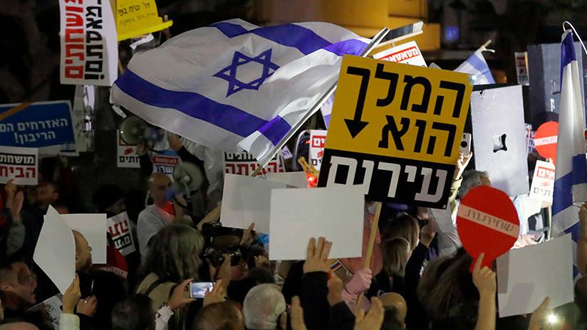 """""""¡Bibi a la prisión!': israelíes exigen la renuncia de Netanyahu por corrupción (FOTOS)"""