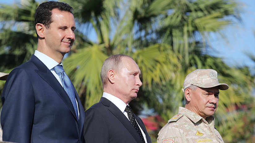 Vladímir Putin llega a Siria y autoriza la retirada de parte de las tropas rusas del país árabe