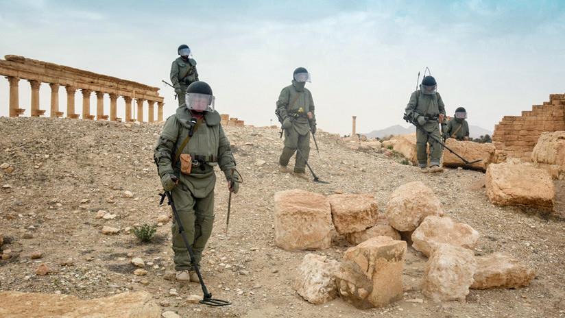 Una unidad de zapadores rusos sale de Siria