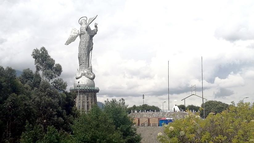 """""""Estúpida coincidencia"""": ¿Por qué esta virgen de Quito le da la espalda al sur?"""