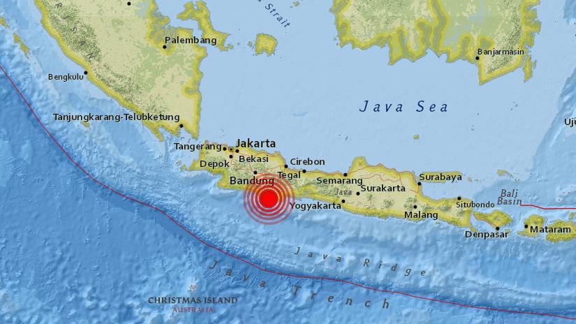 Varias personas mueren tras un fuerte sismo de magnitud 6,5 que sacudió Indonesia (FOTOS)