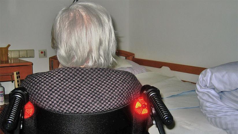 VIDEO: Policías de EE.UU. desalojan por la fuerza a una anciana de 93 años en silla de ruedas