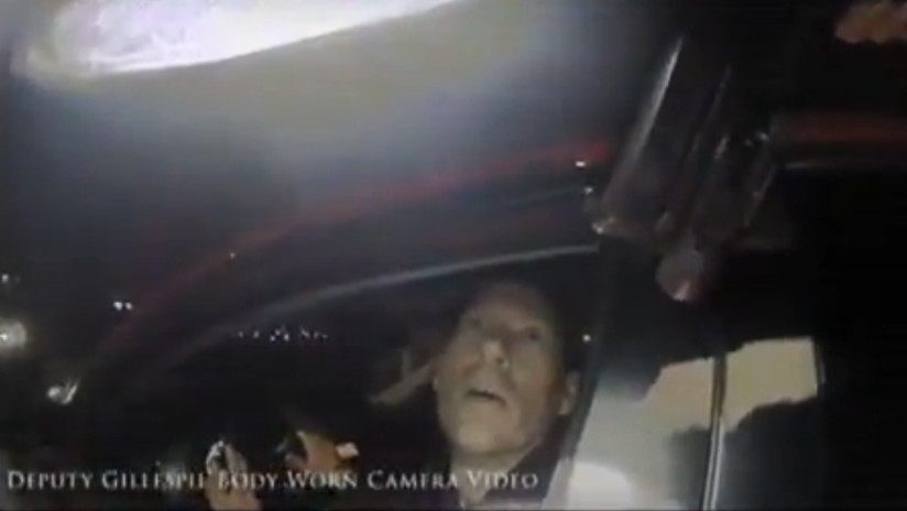 FUERTE VIDEO: Un policía mata de varios disparos a un exagente que portaba un arma