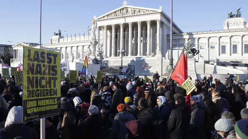"""""""Nazis fuera"""": Miles de personas protestan contra el nuevo Gobierno de Austria (VIDEO, FOTOS)"""