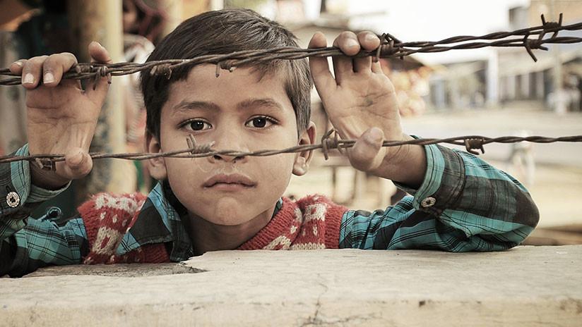La estremecedora historia del niño que ha vivido cinco años enjaulado en Tailandia (VIDEO)