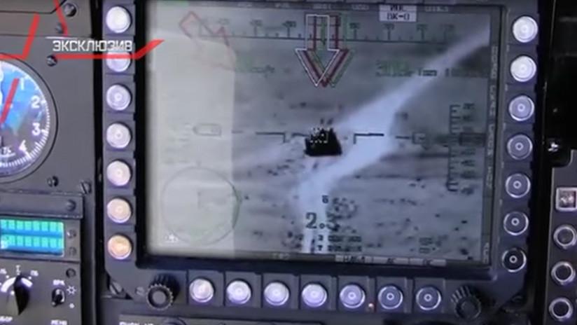 VIDEO: Un 'Cazador Nocturno' ruso aniquila un tanque del Estado Islámico en Siria