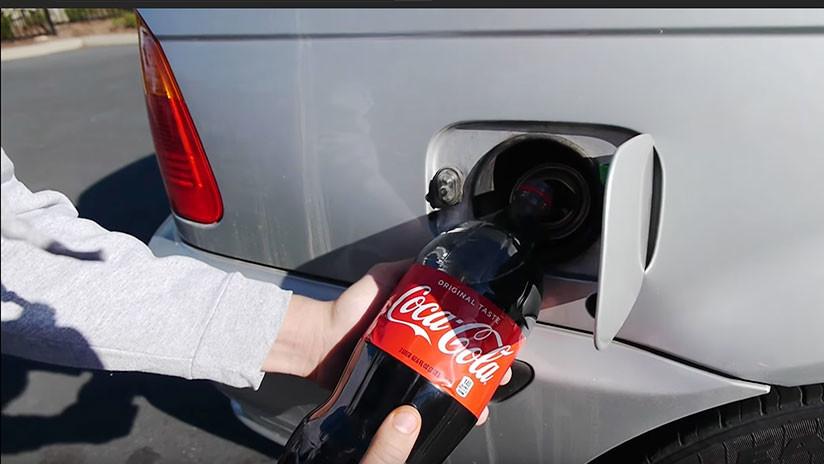 Esto es lo que pasa cuando echas Coca Cola al depósito del coche (VIDEO)