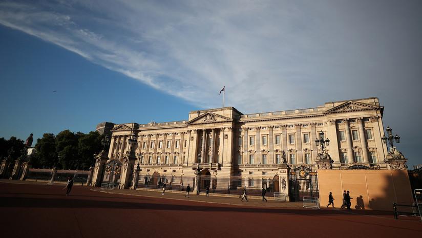 Acusan de racismo a una princesa británica por llevar un polémico broche (Foto)