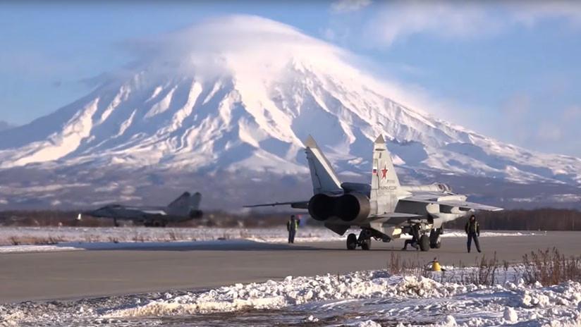 VIDEO: Interceptores MiG-31 repelen ataques en 'batalla aérea' sobre la península rusa de Kamchatka