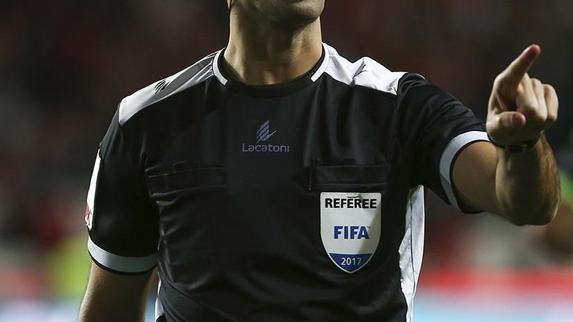 ¿No se sabe el reglamento? Escándalo en el fútbol chileno por el grosero error de un árbitro (VIDEO)