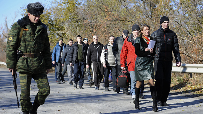 Kiev y Donbás realizan el mayor intercambio de prisioneros desde el comienzo del conflicto