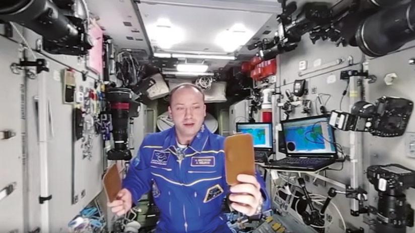 Jugando con agua en la Estación Espacial Internacional en 360º