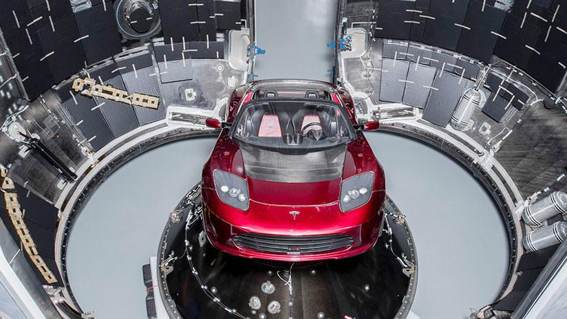 Un turista logra tomar una foto del cohete en el que Elon Musk enviará un auto a Marte