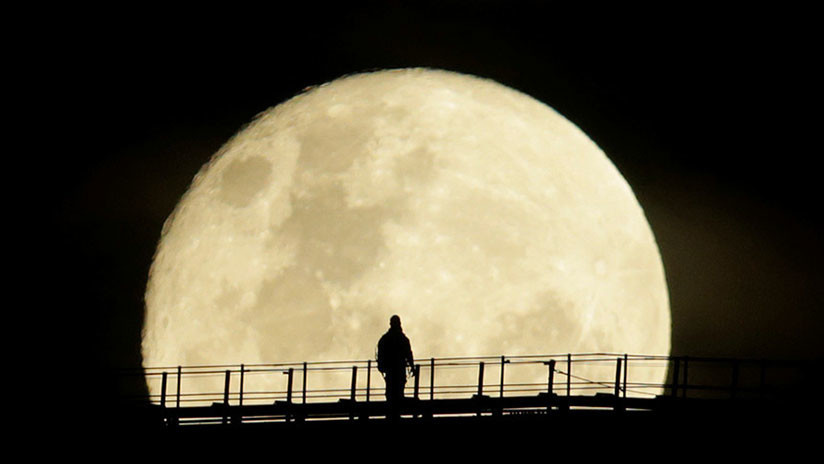 VIDEO: El 2018 arranca con una Luna llena 'del lobo'