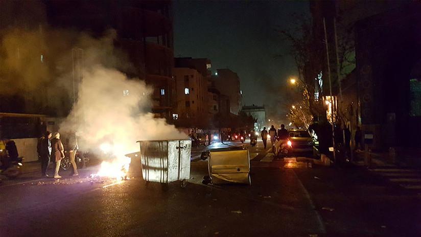 Manifestantes protestan en Teherán, se informa de dos muertos