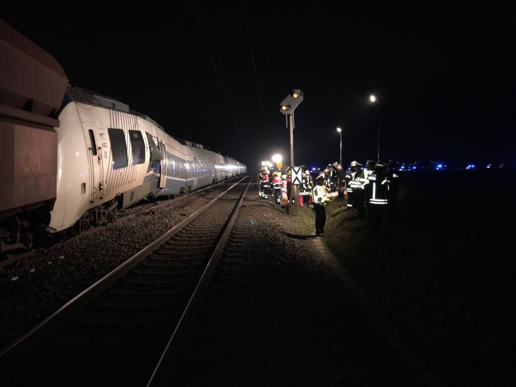 Choque de trenes deja decenas de heridos en Alemania