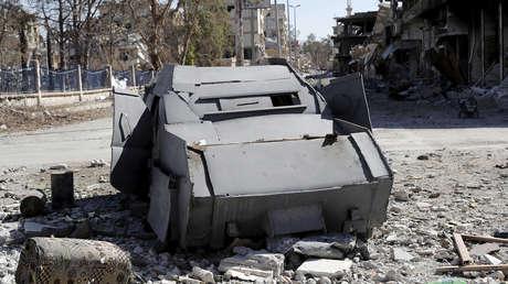 Un vehículo del Estado Islámico usado como coche bomba en Raqa, Siria, el 18 de octubre de 2017.