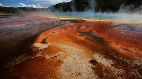La Gran Fuente Prismática en el Parque Nacional de Yellowstone, la mayor fuente de aguas termales en Estados Unidos, el 22 de junio de 2011.