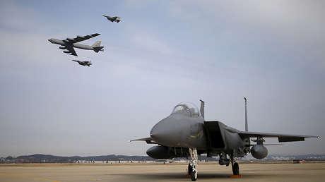 Aviones militares de EE.UU. en la base aérea de Osan, Corea del Sur, el 10 de enero de 2016.