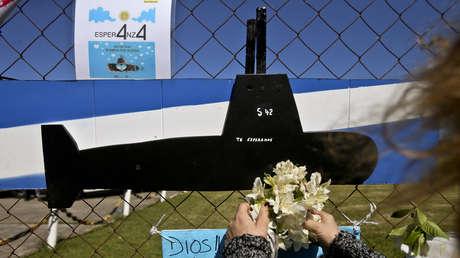 Una ofrenda floral en la base naval de Mar de Plata