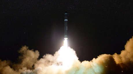 Lanzamiento del misil balístico intercontinental Hwasong-15 de Corea del Norte.