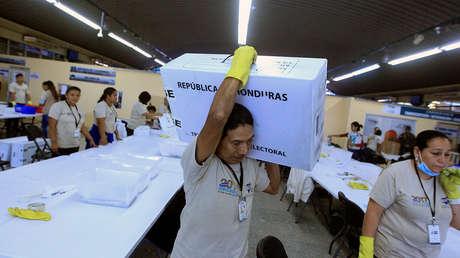 Traslado de material electoral utilizado en los comicios en Honduras. Tegucigalpa, 28 de noviembre de 2017.