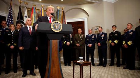 El presidente de EE. UU., Donald Trump, habla durante la ceremonia de firma de la Ley de Autorización de Defensa Nacional para el año fiscal 2018 en la Casa Blanca en Washington D.C., Estados Unidos 12 de diciembre de 2017.
