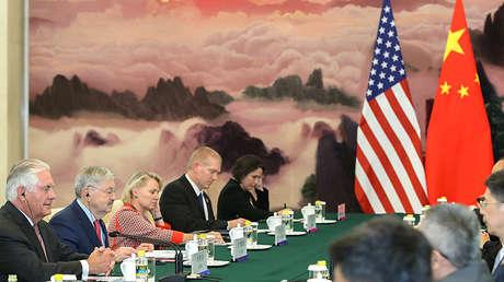 El secretario de Estado de EE.UU., Rex Tillerson, fotografiado en Pekín con motivo de su encuentro con su homólogo chino, Wang Yi, el 30 de septiembre de 2017.
