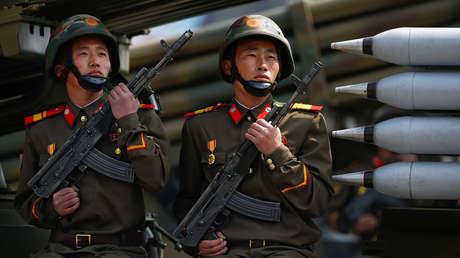 Soldados norcoreanos durante un desfile militar. Pionyang, 15 de abril de 2017.