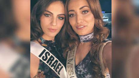 Sarah Idan y Adar Gandelsman se toman un selfi durante los preparativos del certamen Miss Universo 2017.