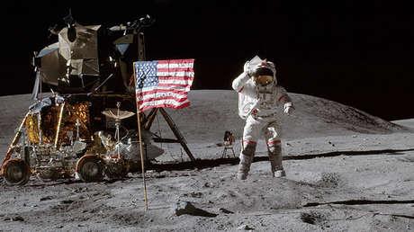 El astronauta John Young en la superficie de la Luna durante la misión de Apollo 16, 1972.